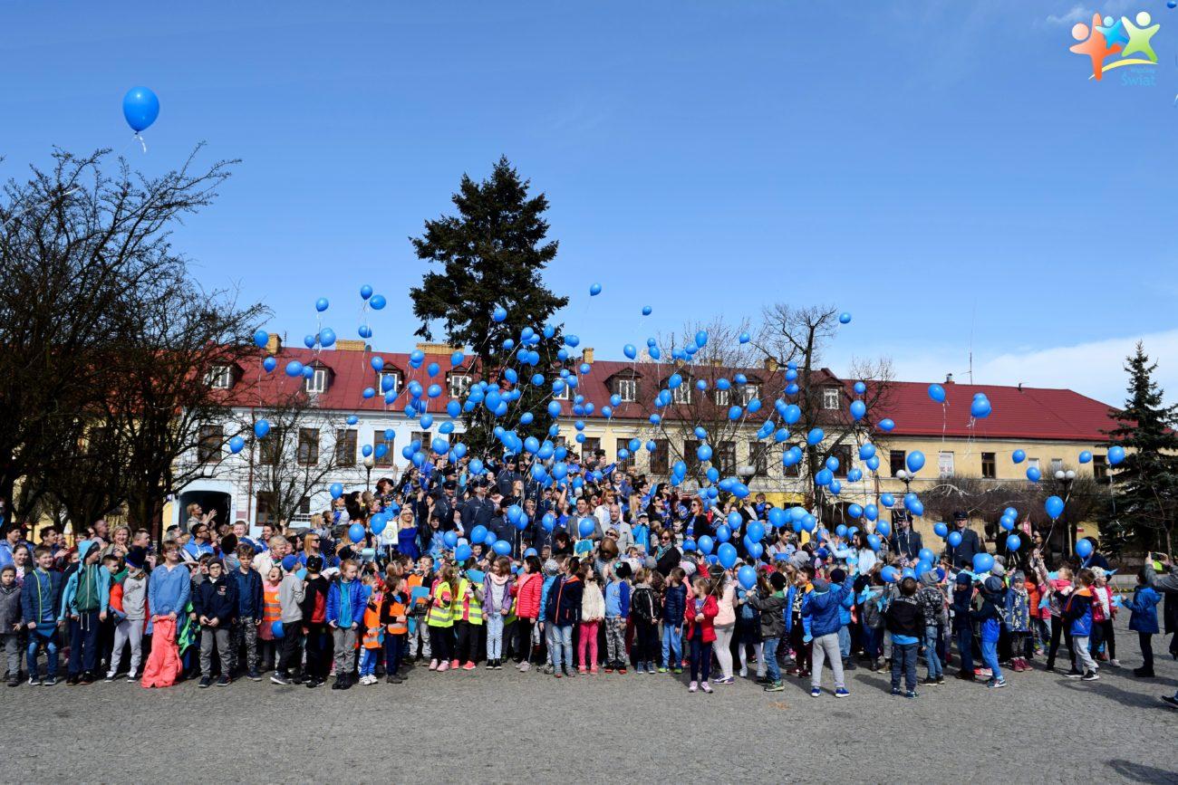 Niebieskie balony poleciały w niebo
