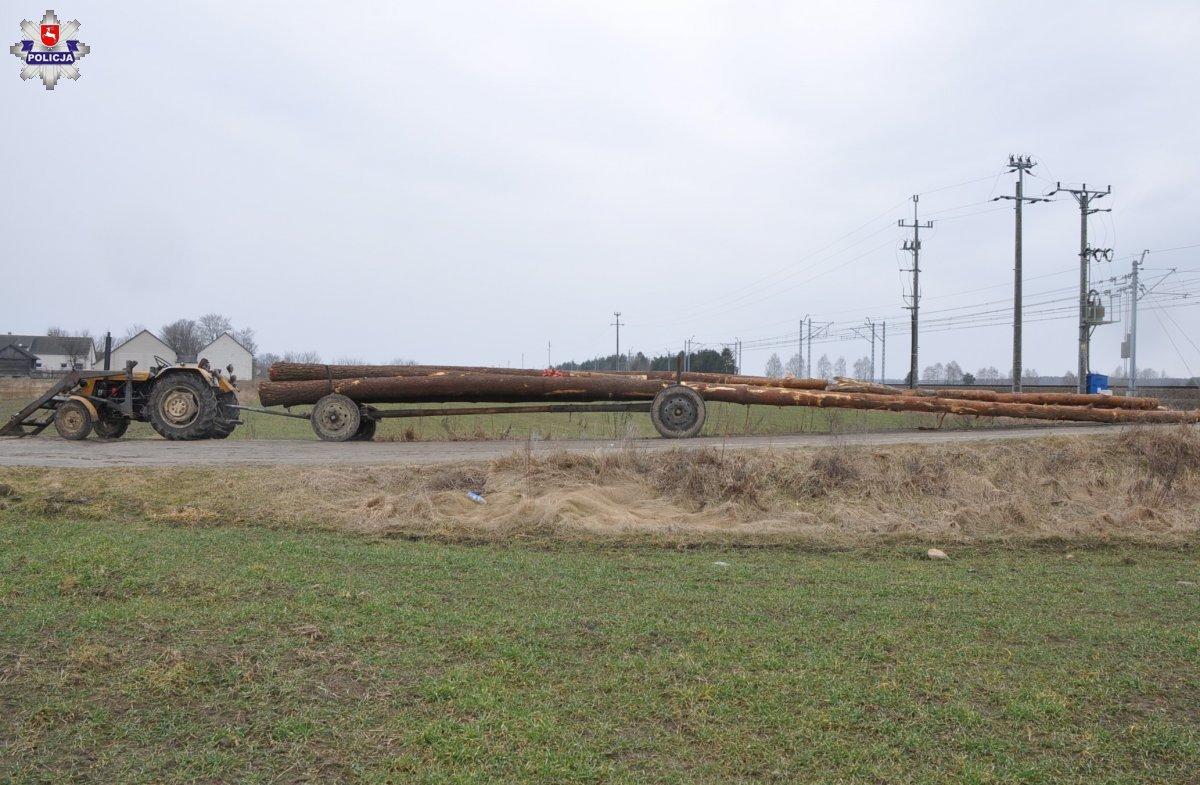 Pociąg wjechał w wóz z drewnem