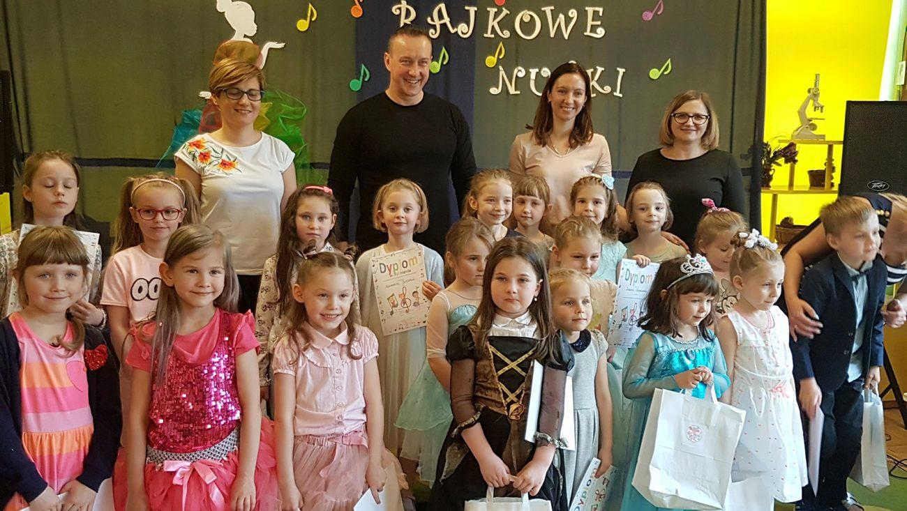 Maluchy z bialskich przedszkoli w bajkowym repertuarze