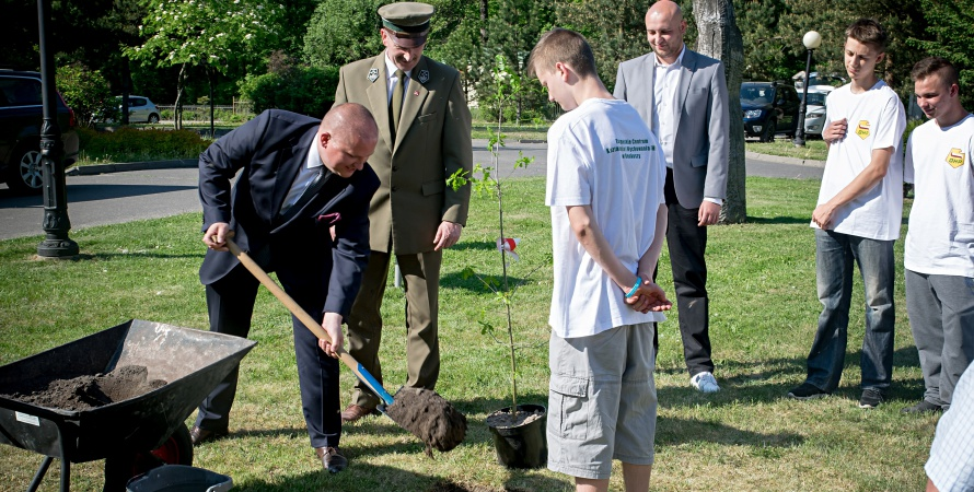 W Roskoszy posadzono Dąb Niepodległości. W województwie będzie rosło ponad 500 takich drzew