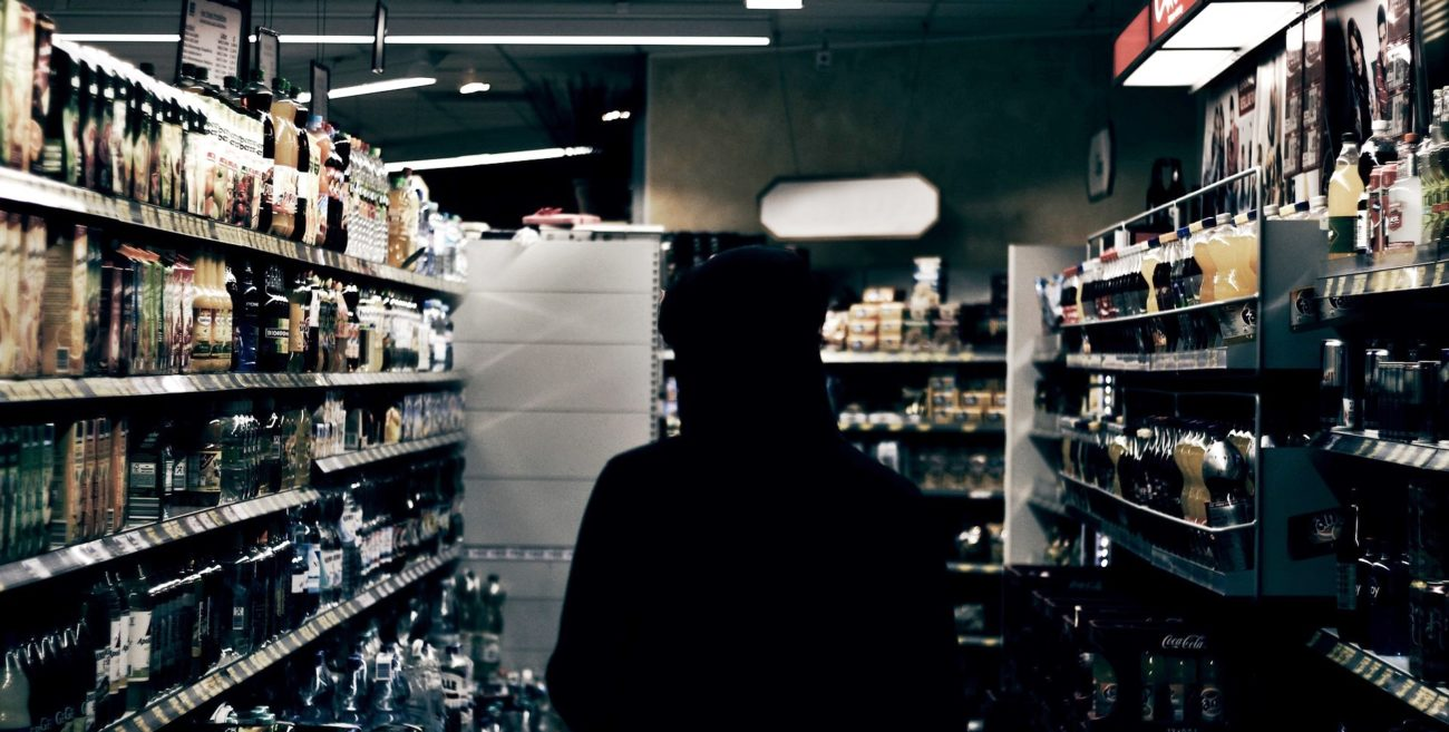 Pacyfikacja nocnego picia. Samorządy ograniczają sprzedaż alkoholu