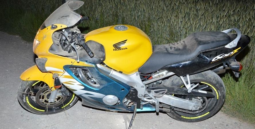 """Wypadek w Rakowiskach. Motocyklista """"uciekał"""" przed zającem"""