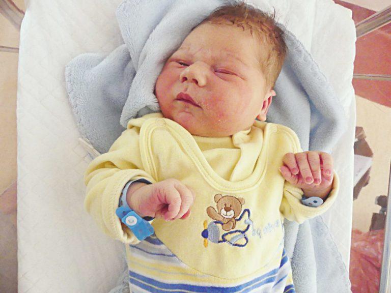 Kornel to pierwsze dziecko Katarzyny i Marka Cioków z Białej Podlaskiej. Chłopiec urodził się 9 maja, ważąc 4360 g i mierząc 58 cm.