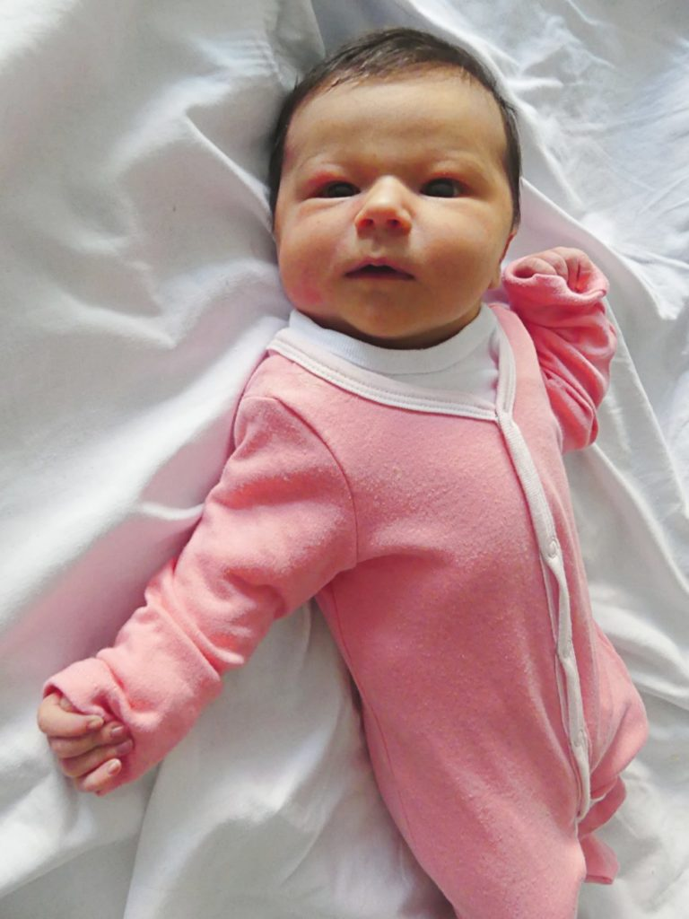 Karolinka to pierwsze dziecko Anny i Adriana Filipczuków z miejscowości Żabce (gm. Międzyrzec Podlaski). Dziewczynka ważyła 3800 g i mierzyła 57 cm.