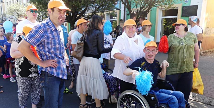 Niepełnosprawni przeszli ulicami miasta [WIDEO]
