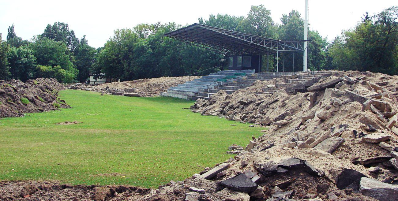Biała Podlaska: Trwa modernizacja miejskiego stadionu