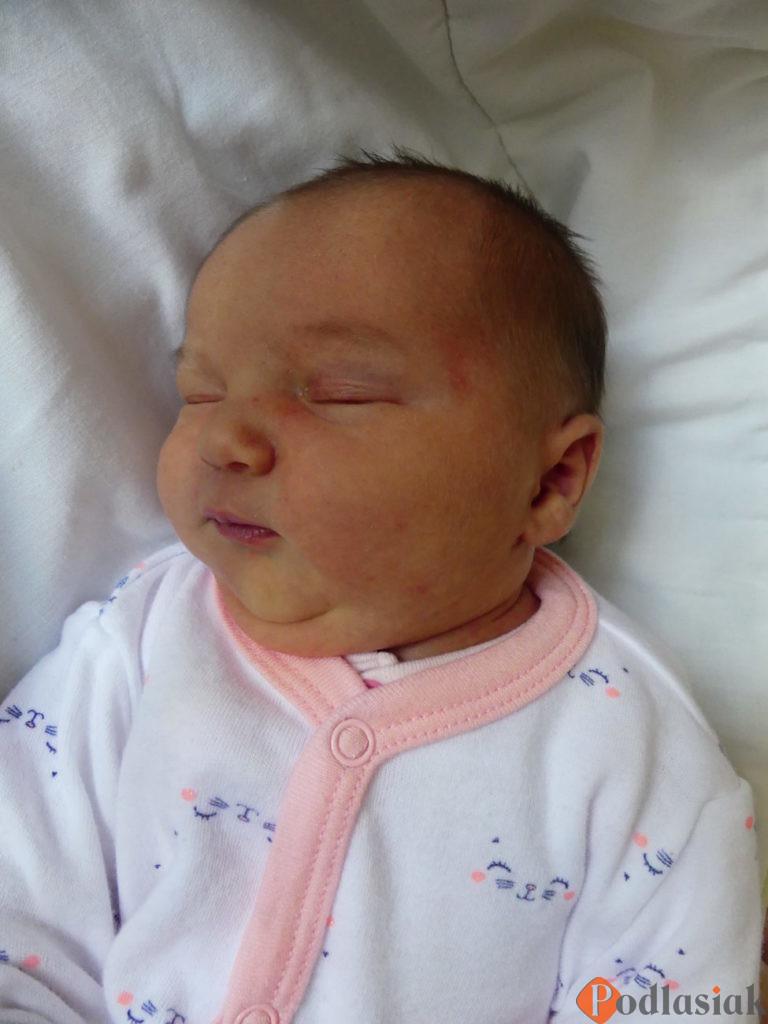 Hania to pierwsze dziecko Kingi i Gabriela Kortoniuk z Rakowisk (gm. Biała Podlaska). Urodziła się 23 lipca ważąc 2840 g i mierząc 56 cm.