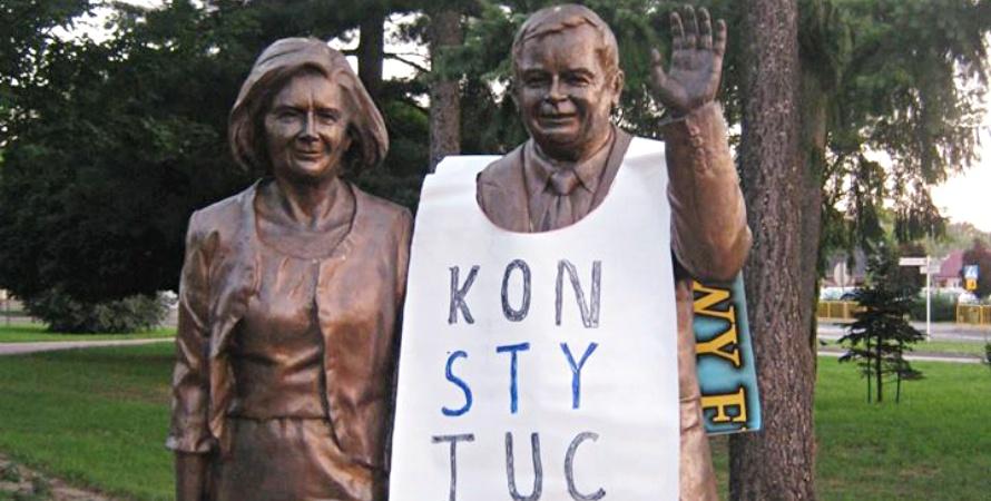 Biała Podlaska: Kaczyński w konstytucyjnej kamizelce. Sprawą zajmuje się policja