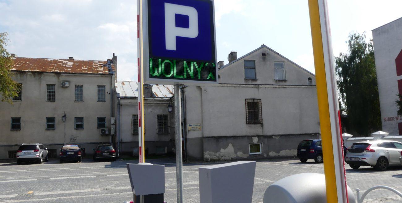 Biała Podlaska: Parking czynny, można zostawiać auta
