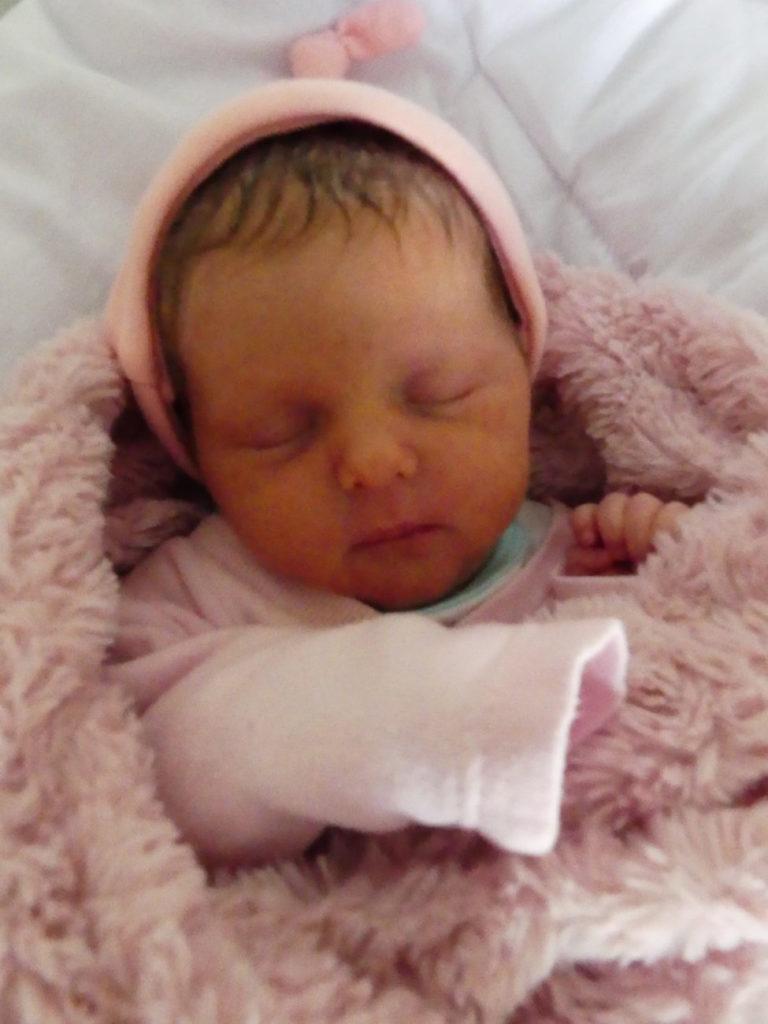 Zosia - takie imię dostała jedna z bliźniaczek urodzonych 19 września. Dziewczynka ważyła 2400 g i mierzyła. Szczęśliwi rodzice to Ewelina i Antoni Sawtyruk z Leśnej Podlaskiej.