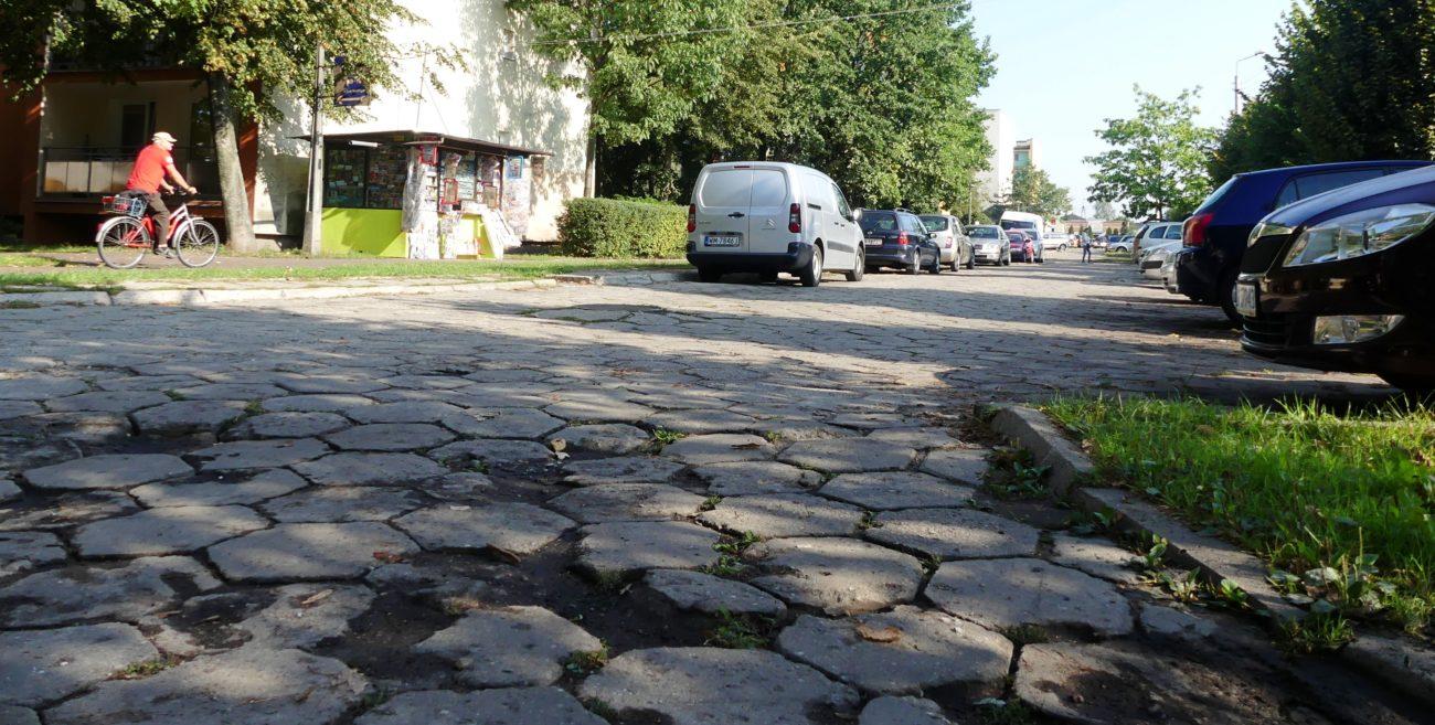 Parking się sypie. Czy miasto go naprawi?