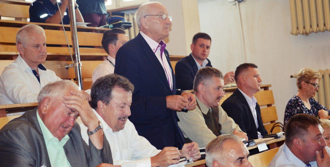 Burza na sesji Rady Powiatu. Boś: Dostałem trzy mandaty przez tę aukcję