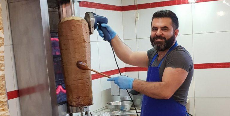 Właściciel lokalu z kebabem wspiera bezdomnych