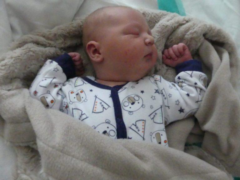 Antoś urodził się 2 stycznia, ważył 4950 g i mierzył 60 cm. Dla rodziców, Moniki i Grzegorza Lewkowicz z Piszczaca, jest to drugie dziecko. W domu czeka 6-letnia Hania.