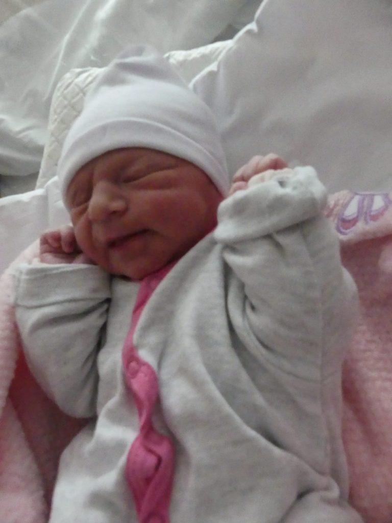Marcelina urodziła się 3 stycznia, ważąc 2770 g i mierząc 53 cm. To pierwsze dziecko Magdaleny i Damiana.