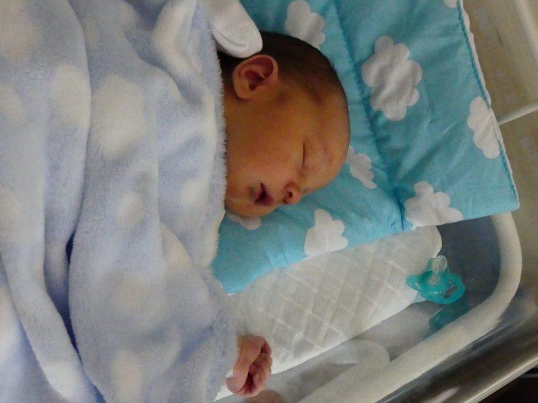 Maksymilian to drugie dziecko Anny i Sebastiana Filipiuków z Leśnej Podlaskiej. Urodził się 22 kwietnia z wagą 3900 g i miarą 60 cm. Ma 4-letnią siostrę Magdę