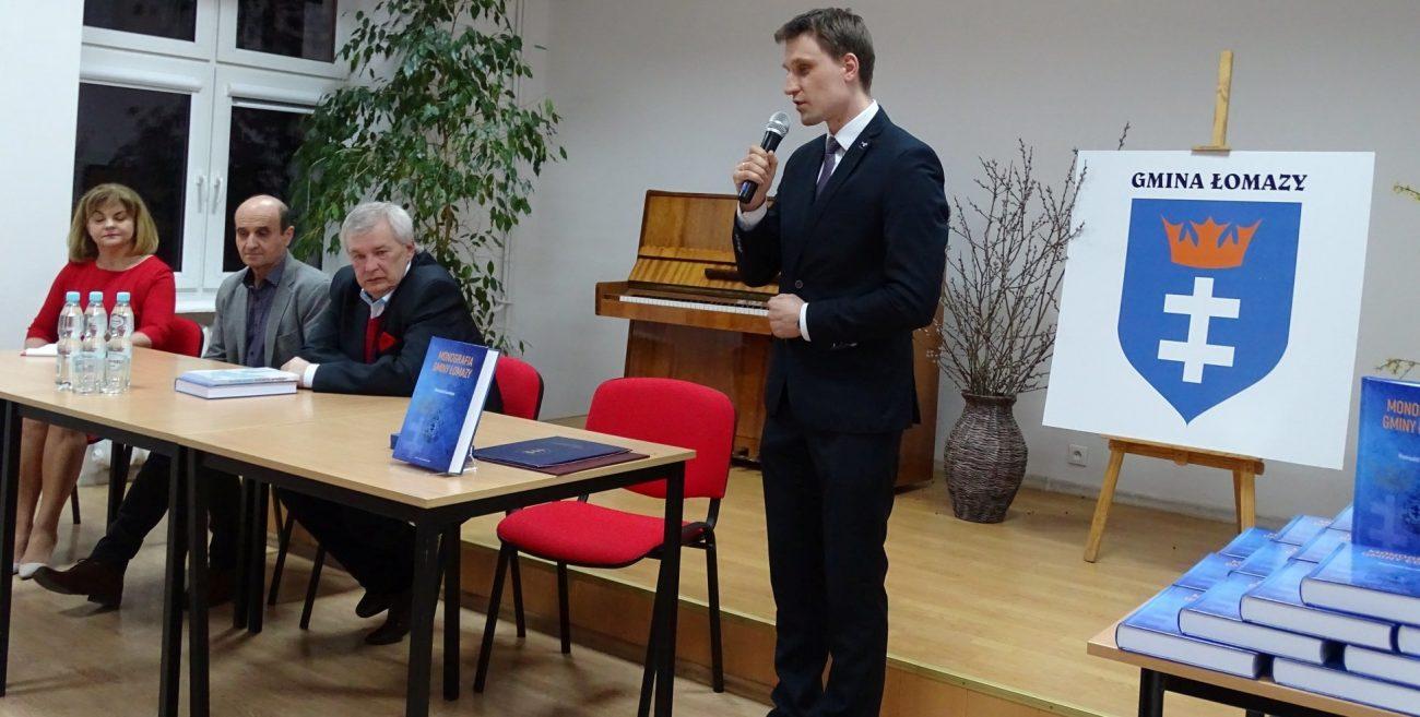 """Ogromne zainteresowanie """"Monografią gminy Łomazy"""""""