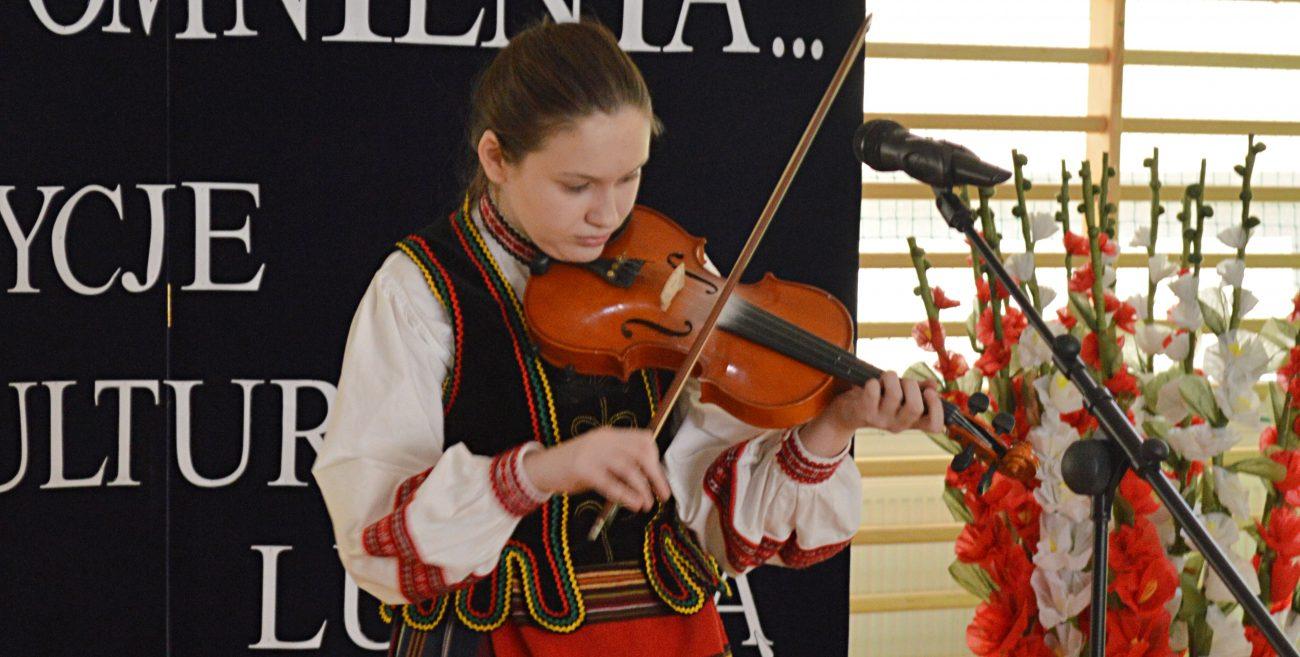 Oliwia muzyką promuje kulturę ludową