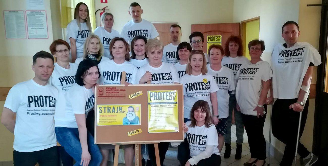 Nauczyciele nadal strajkują