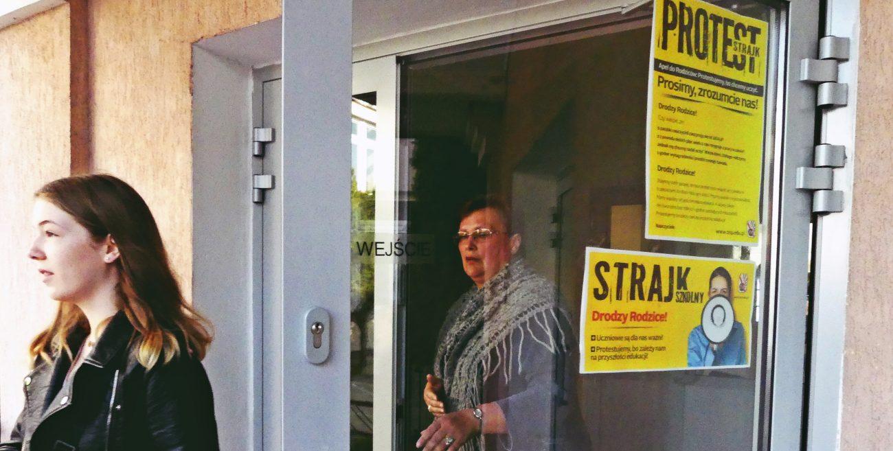 Biała Podlaska: Pustki w szkołach, nauczyciele strajkują