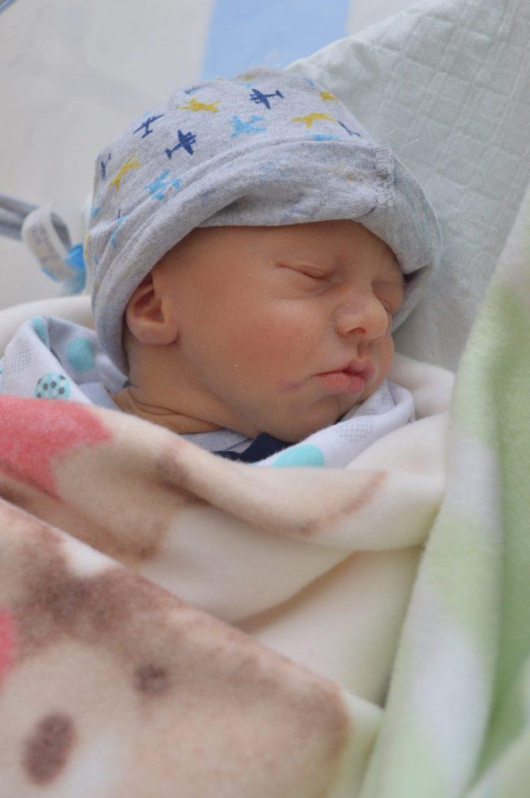 Brat Maćka - Aleksander ważył natomiast 2150 g i mierzył 46 cm. Chłopcy są pierwszymi dziećmi. Życzymy im dużo zdrowia!