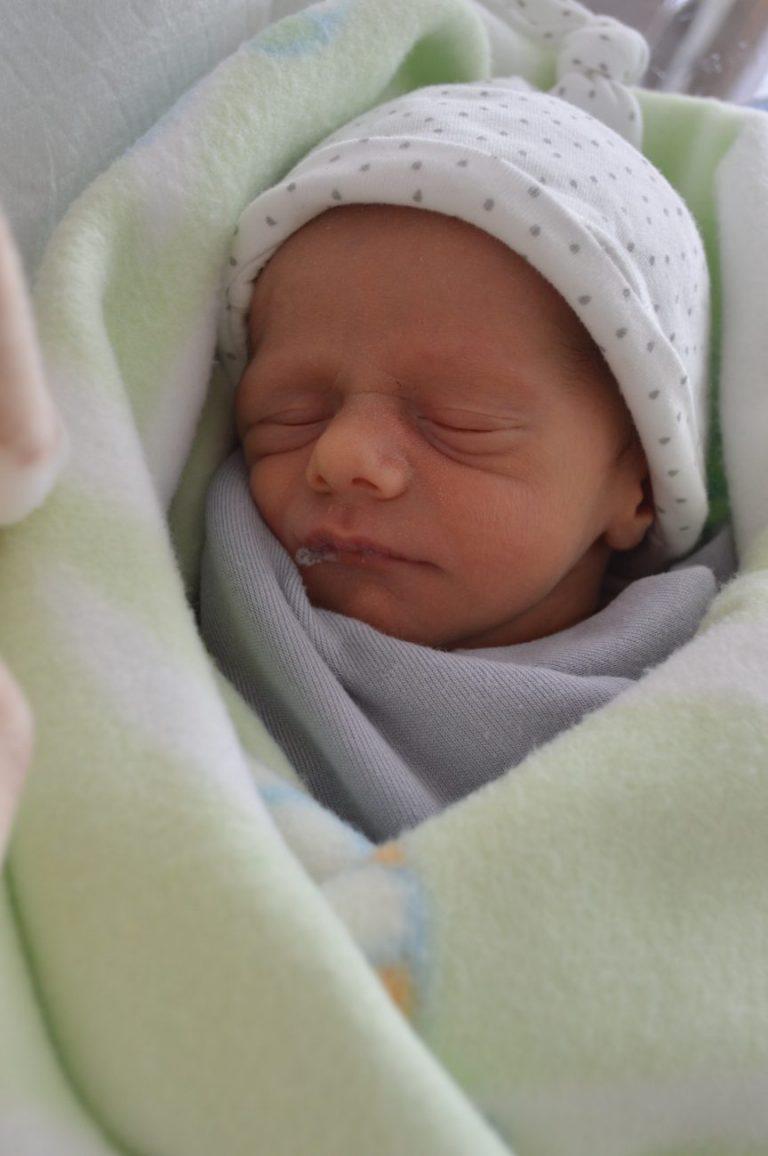 Maciek to pierwszy z bliźniąt, które urodziły się 28 maja. Chłopiec ważył 2225 g i mierzył 48 cm. To wielkie szczęście dla Magdaleny i Damiana Korszniewicz z Wohynia.