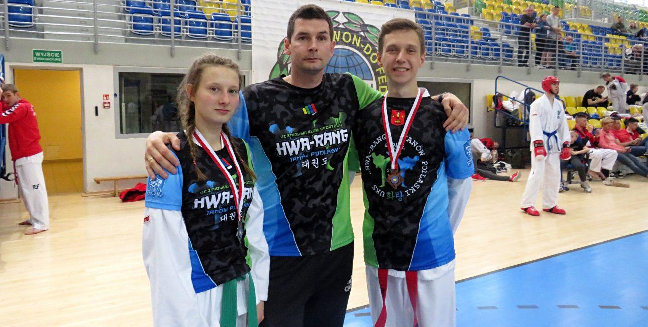 Młodzi taekwondziści z medalami MP