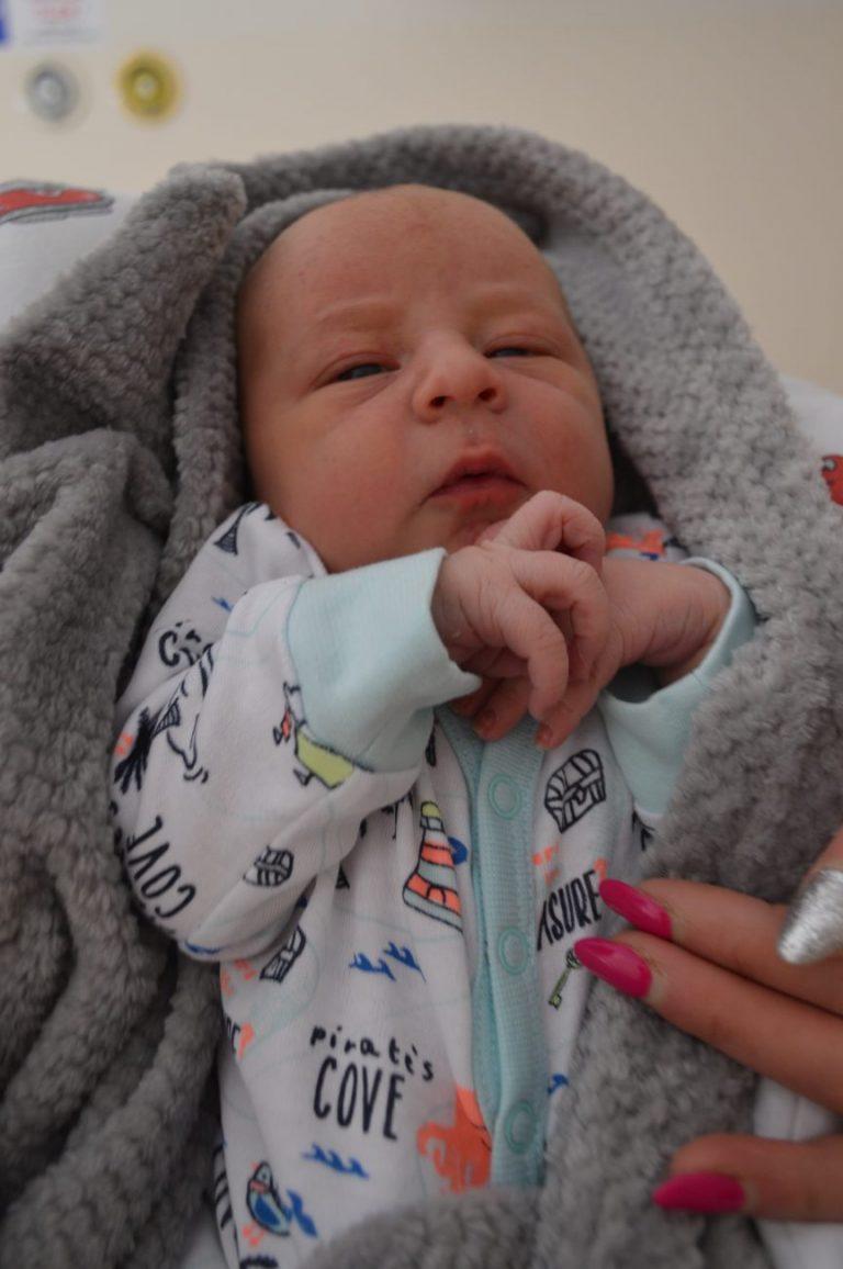 Fabian urodził się 29 maja z wagą 3390 g i miarą 56 cm. W domu czeka siostra Maja, która ma 4 latka.