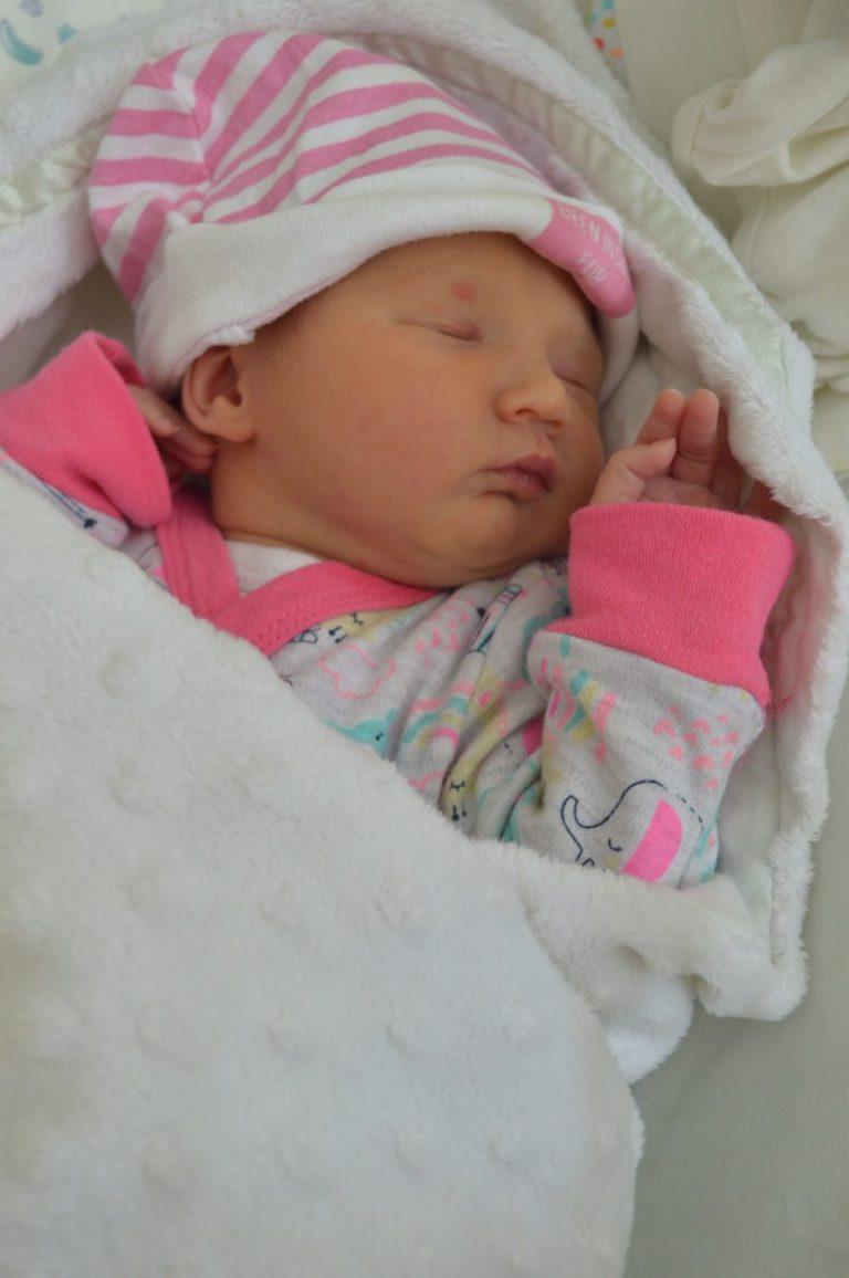 Malwina to pierwsze dziecko Angeliki i Wojciecha Guszko z Białej Podlaskiej. Urodziła się 28 maja z wagą 2800 g i miarą 53 cm.