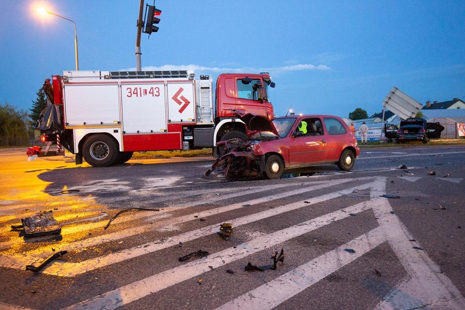 Trzy auta zderzyły się na skrzyżowaniu