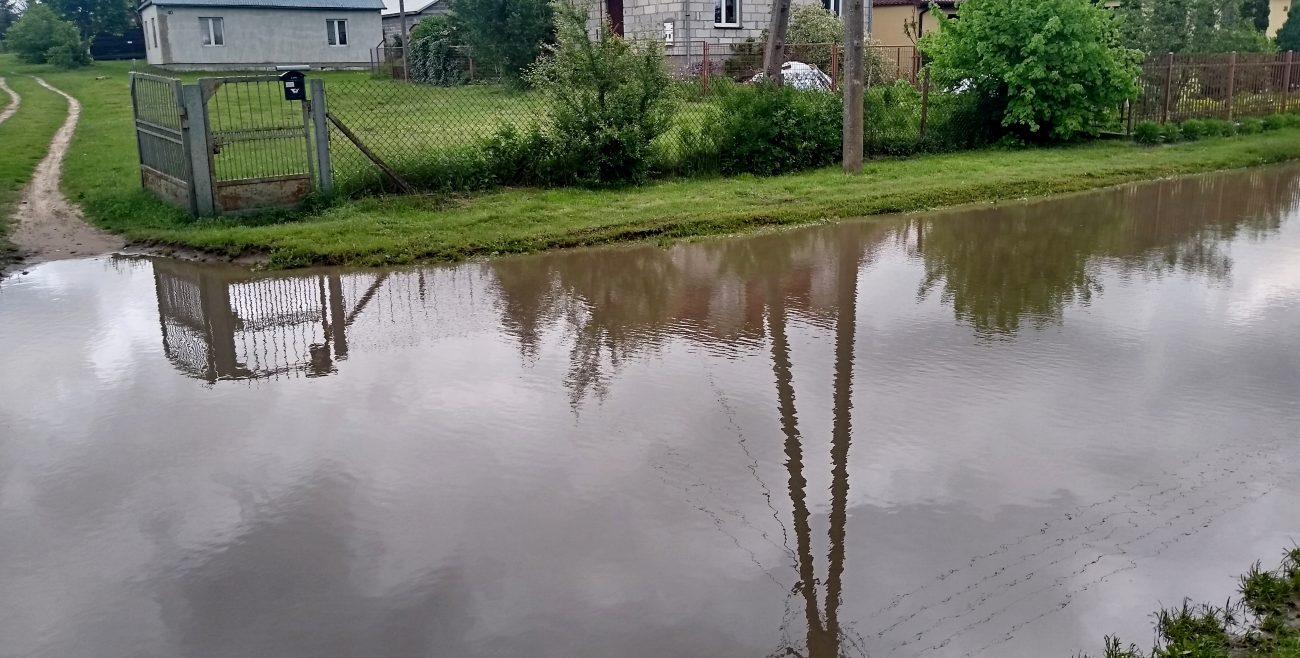 Ulica w Styrzyńcu jak koryto rzeki