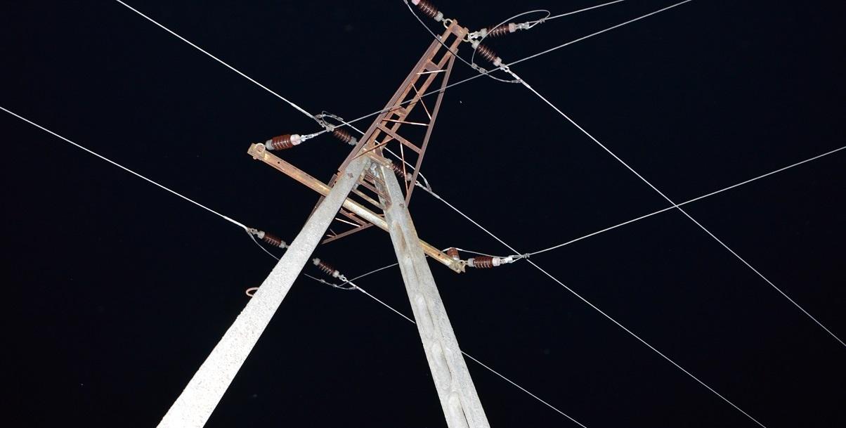 Zginął 19-latek porażony prądem na słupie