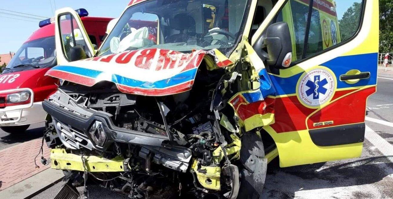 Jechali ratować życie, mieli wypadek