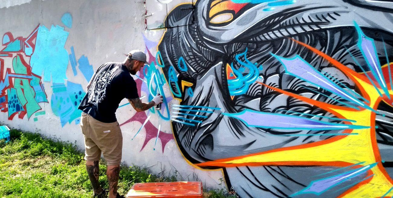 Miasto przystrojone graffiti