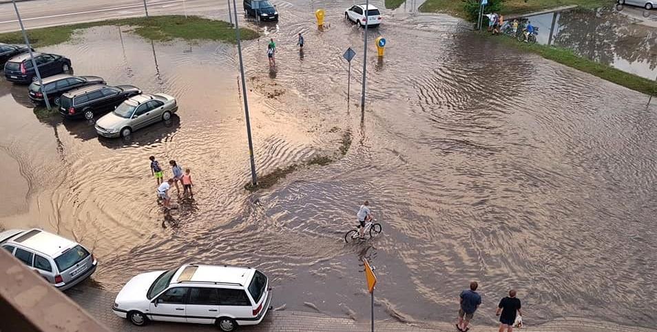 Burza łamała konary i zalała ulice