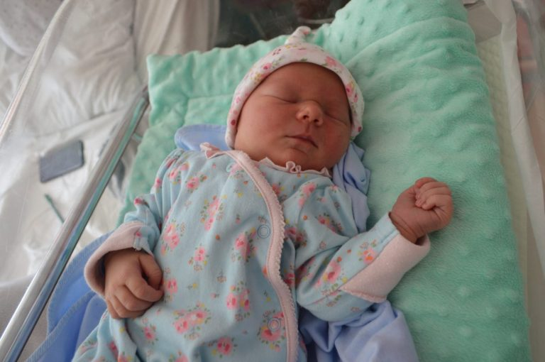 Liliana to pierwsze dziecko Ilony Kwiatkowskiej i Pawła Pawlczuka z Janowa Podlaskiego. Urodziła się 18 września z wagą 3930 g i miarą 59 cm.