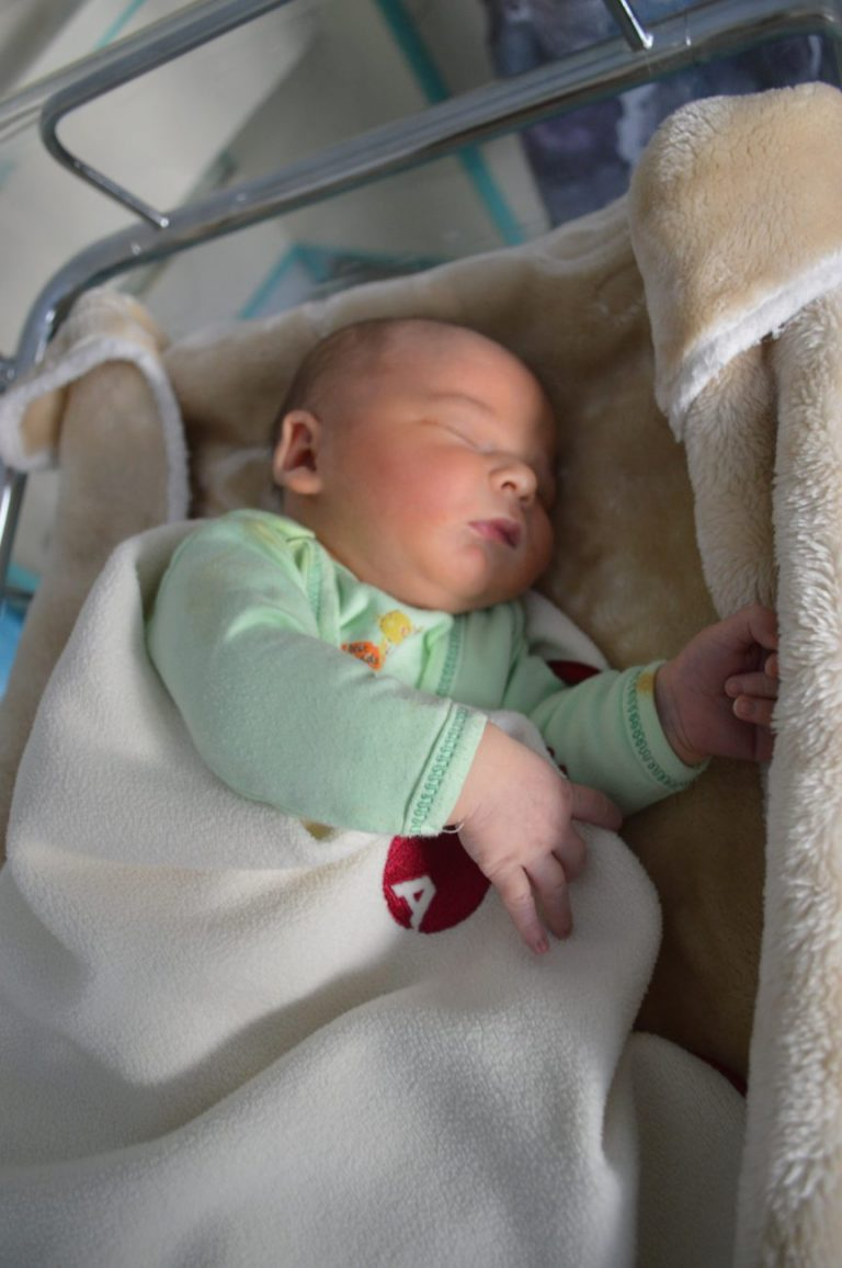 Michałek urodził się 17 września z wagą 4670 g i miarą 58 cm. Iza i Tomasz Kościuszko mają już 2-letniego synka Filipa.