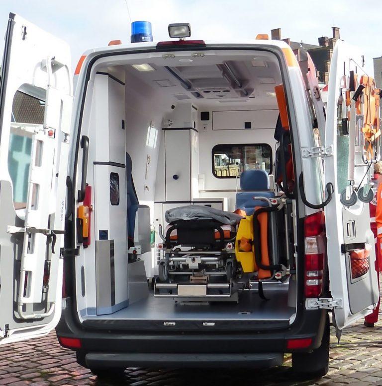 Zderzenie ciężarówki z samochodem osobowym na krajowej dwójce