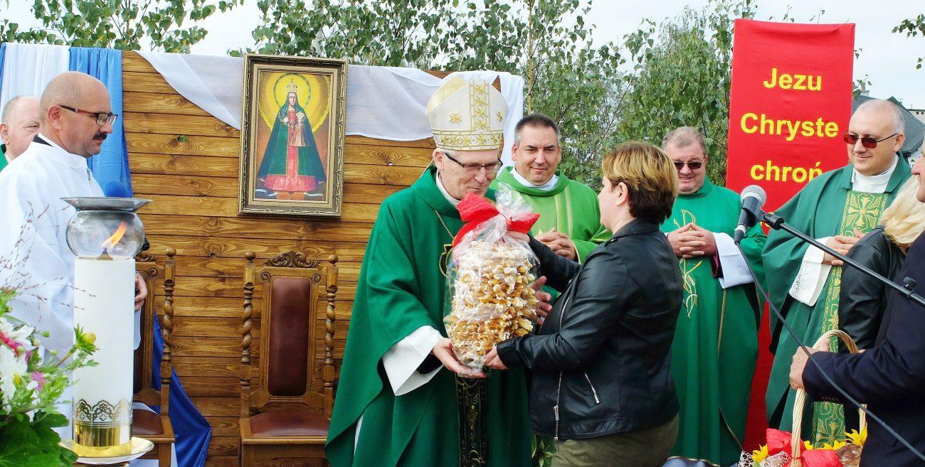 Biskup poświęcił plac pod budowę kościoła w Rakowiskach