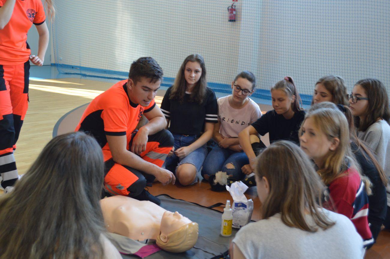 Licealiści bili rekord w udzielaniu pierwszej pomocy