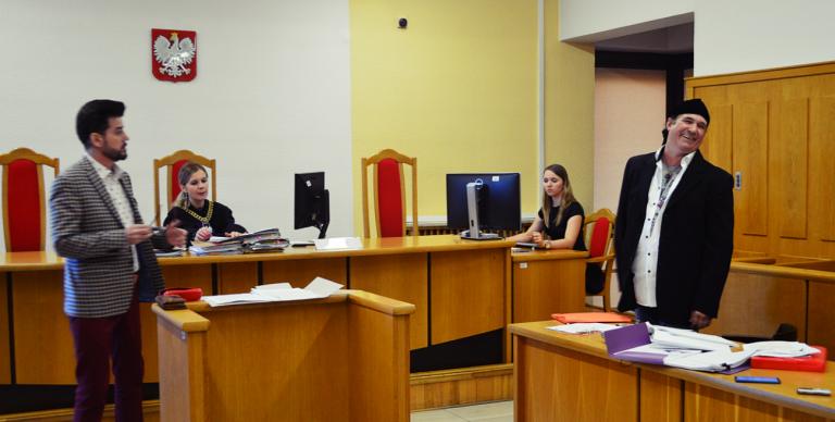 Tenorzy spierali się przed sądem