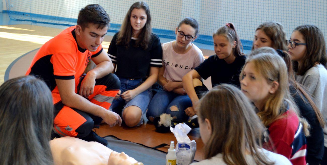 Licealiści bili rekord w pierwszej pomocy