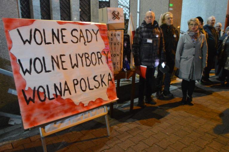 Protest w obronie wolnych sądów i wyborów