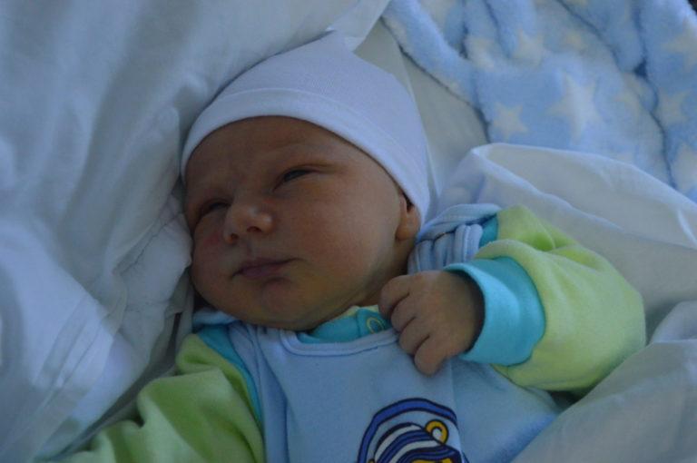 Irena i Karol Dziedzina 1 grudnia po raz pierwszy zostali rodzicami. W tym dniu, z wagą 3570 g, urodził się Sebastian.