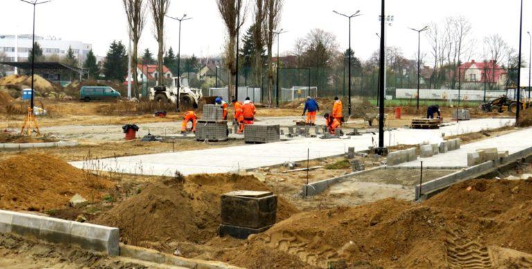 Trwa budowa parkingu obok stadionu