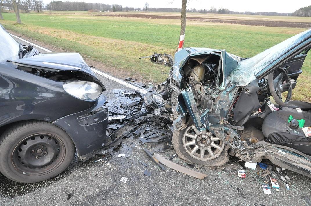 Wypadek w Bielanach. 4 osoby w szpitalu