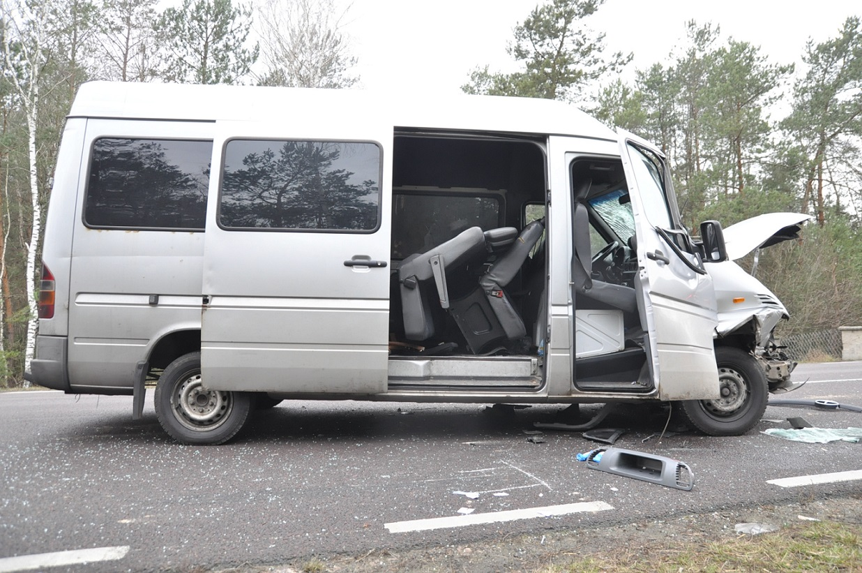 Bus najechał na ciężarówkę