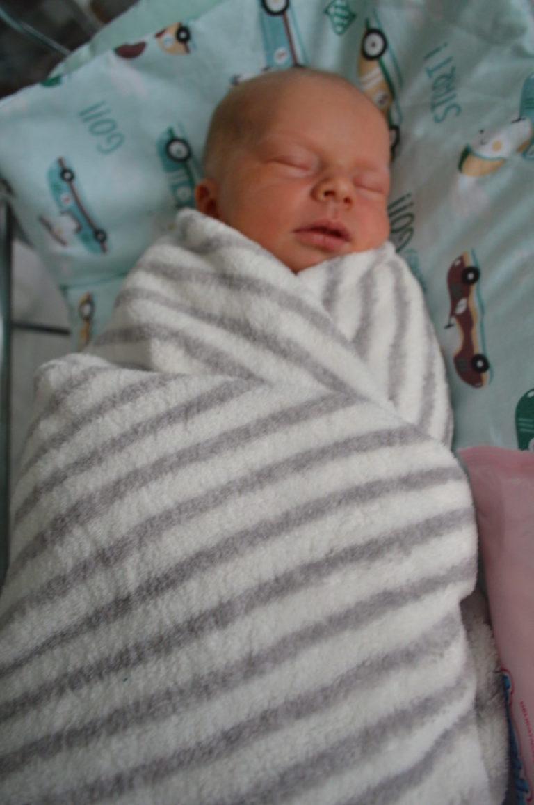 Dominika i Łukasz Pietraszuk z Białej Podlaskiej 18 grudnia zostali rodzicami Igora. Chłopiec ważył 3140 g i mierzył 54 cm. W domu czeka rodzeństwo Kacper i Julita.