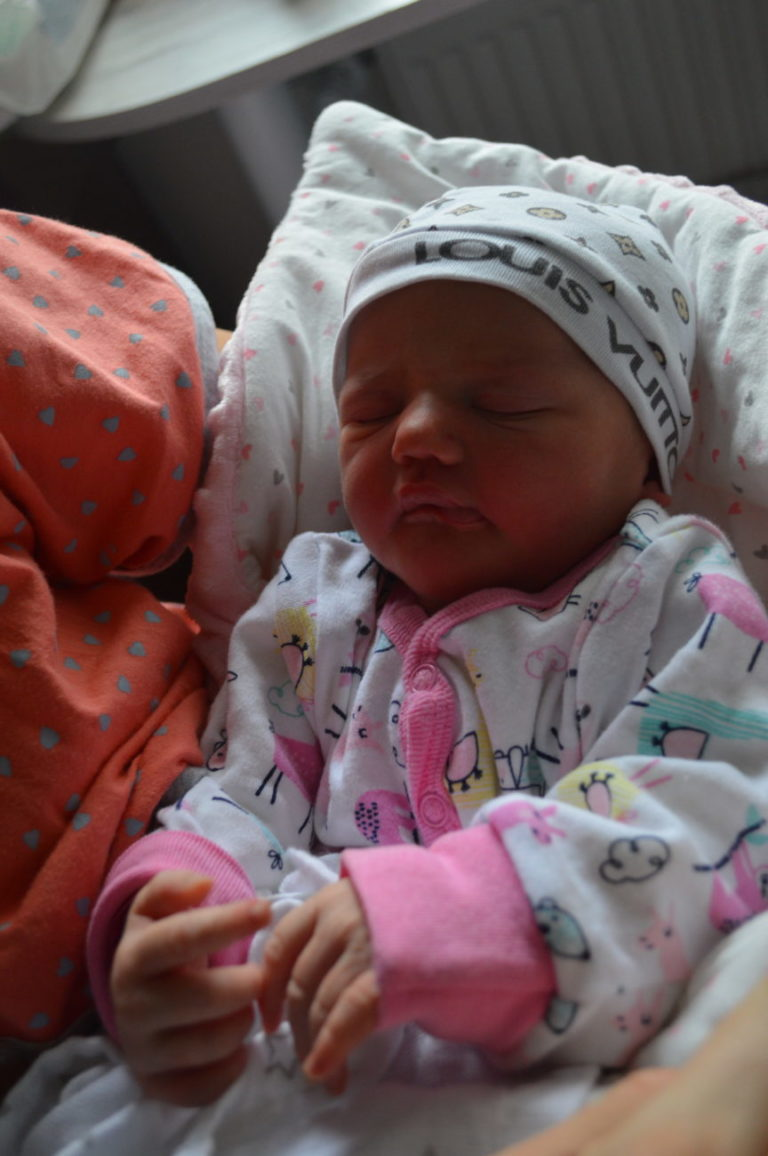 Katarzyna i Paweł Plandowscy doczekali się drugiego dziecka. Ola urodziła się 23 stycznia z wagą 3250 g i miarą 55 cm. W domu czeka 5-letni Kuba.