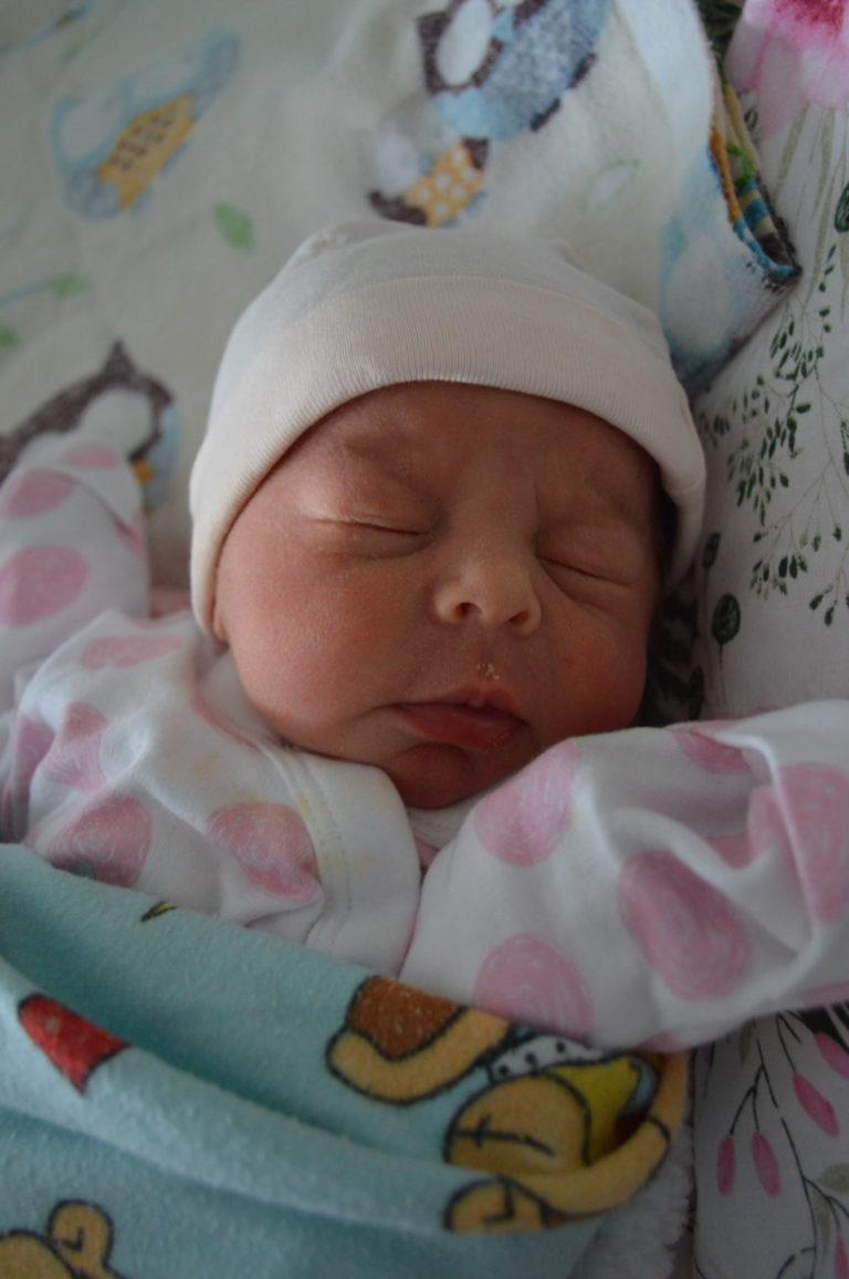 Siostra Igi dostała imię Maja. Ważyła 2540 g i mierzyła 51 cm. Urodzone 22 stycznia dziewczynki mają 3-letniego brata Mikołaja.